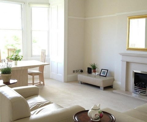 Light and bright lounge 2 bed beautiful flat