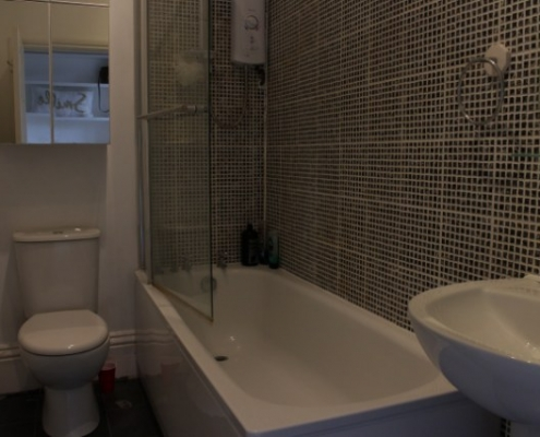 Modern bathroom 2 bed beautiful flat